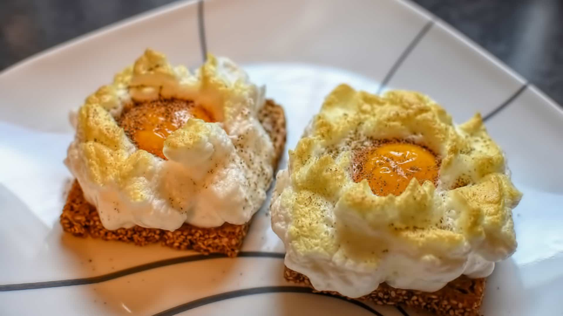 Cloud Eggs sur Toasts