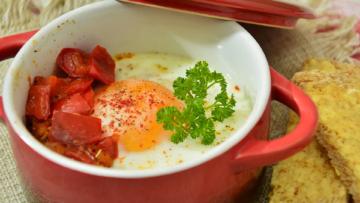 Oeuf cocotte a la tomate